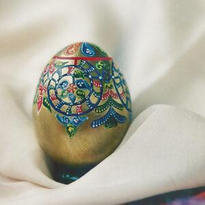 hen eggshell, acrylics